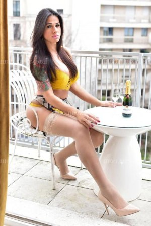 Carline massage escort lovesita